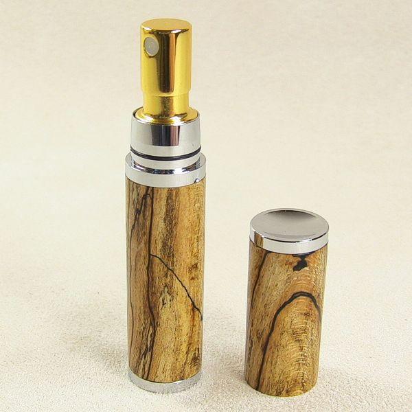 Parfümzerstäuber chrom, Kappe abgenommen