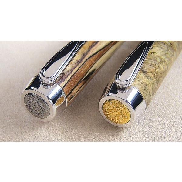 Detailansicht Endkappen am Klip, v. l. n. r.: Black Titanium, goldfarben